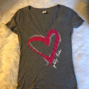 Curve hugging Gilly Hicks adorable T